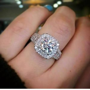 Jewelry - New gorgeous white sapphire ring